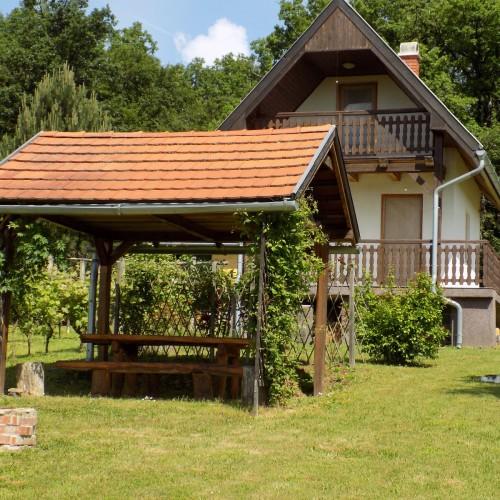 wochenendhaus in ungarn ferienimmobilien ungarn. Black Bedroom Furniture Sets. Home Design Ideas