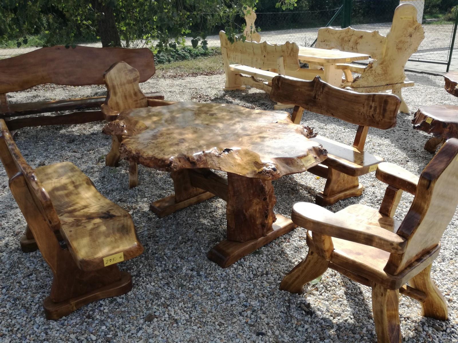 rustikale einzigartige sitzgarnituren aus massivholz. Black Bedroom Furniture Sets. Home Design Ideas